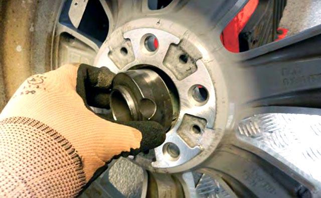 Centreringsytan ska vara ren vid balansering av däck