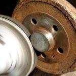 Rengöring av kontaktytorna inför balansering av däck